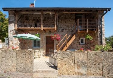 La Maison aux Pierres Levées - Mâcon, Saône et Loire