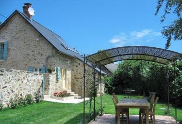 Chez Renée et Alain - Château Chinon, Nièvre