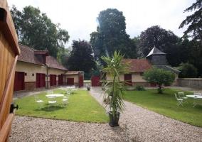 Château des Alleux- La Basse-Cour